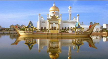 sultan omar ali saifuddin mosque brunei Top 10 Most Beautiful Mosques In The World